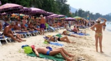 Touristen am Patong Beach in Vor-Corona-Zeiten. Foto: The Nation