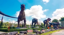 Dinosaurier-Statuen sind die neue Attraktion oim Nong Nooch Tropical Garden. Foto: The Nation