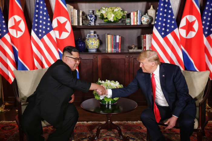 US President Donald J. Trump (r.) and North Korean leader Kim Jong-un (l.). Foto: epa/Kevin Lim / THE STRAITS TIMES