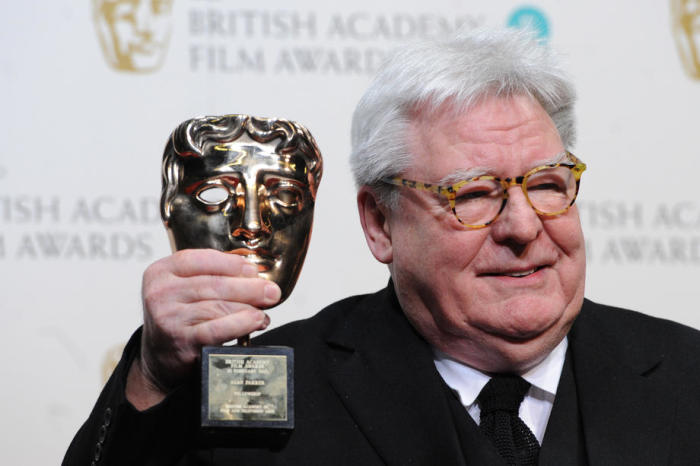 Der britische Filmregisseur Sir Alan William Parker posiert während der EE BAFTA's, British Academy Film Awards, in London im Jahr 2013. Foto: epa/Andy Rain