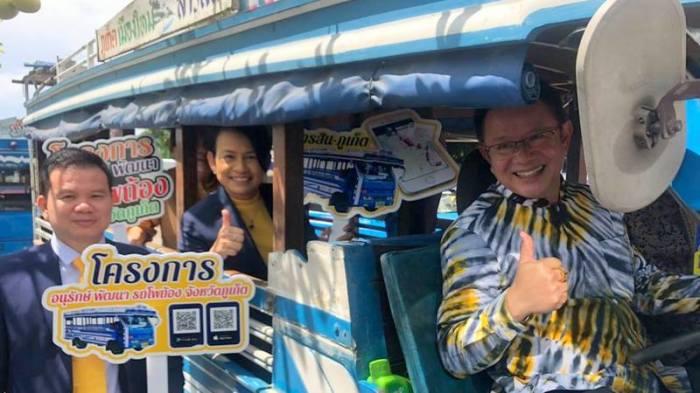 blaue busse mit gps ausgestattet thailand. Black Bedroom Furniture Sets. Home Design Ideas