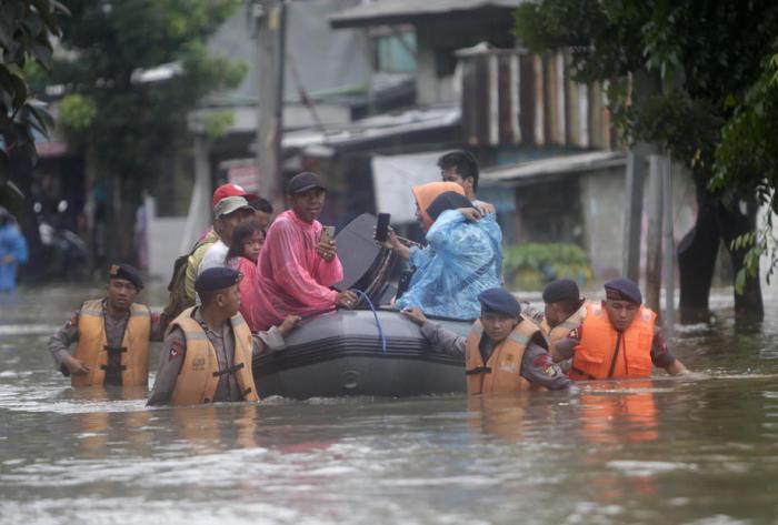 überschwemmungen indonesien