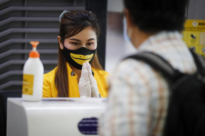 Check-in-Schalter der Budget-Airline Nok Air am Bangkoker Don Mueang Airport. Foto: epa/Diego Azubel