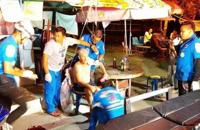 ausl nder l uft blut berstr mt durch phuket thailand